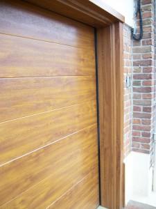 Porte de garage aspect bois - Réalisation Inorbat